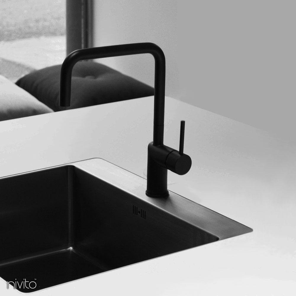 Zwarte keukenkraan